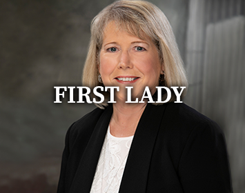 View First Lady Teresa Parson's website